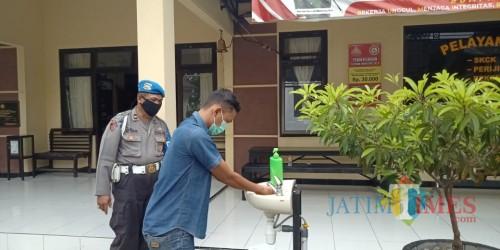 Pengunjung wajib cuci tangan dan bermasker (Sumber Humas Polres Ponorogo)