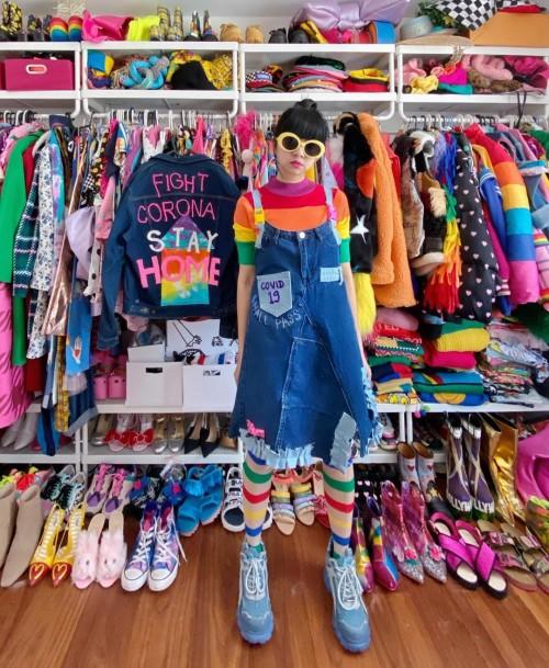 Kreasi fashion Diana Rikasari bertemakan Covid-19 yang playfull. (Foto: instagram @dianarikasari).