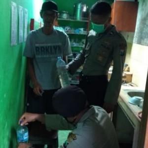 Razia Warung Kopi, Polisi Amankan 3 Liter Arak Jowo