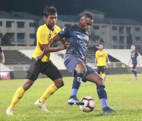 Jersey yang digunakan Madura United saat ujicoba lawan tim Malaysia (official Madura United)