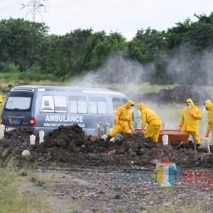 Gubernur Khofifah Beri Hadiah Sopir Ambulance Pengantar Jenazah Pasien Covid-19