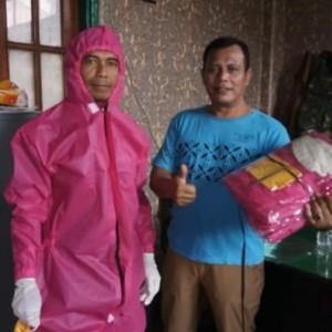 Memakamkan Jenazah Covid-19, Petugas Pemakaman Kota Malang Bakal Kenakan APD Pink Ini