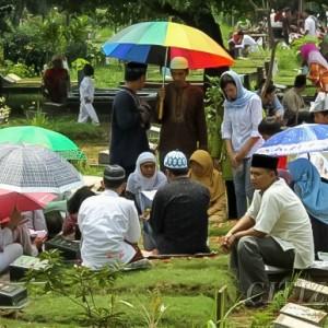 Kemenag Imbau Umat Muslim Tiadakan Tradisi Ziarah Makam Jelang Ramadan