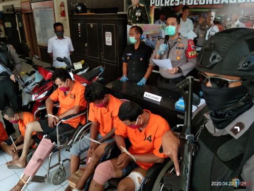 Ketiga pelaku saat pers release di Mapolres Tulungagung. (Joko Pramono for Jatim TIMES)