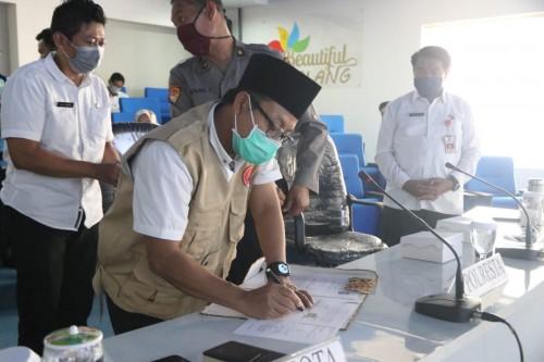 Penandatanganan layanan telepon 112 antara Pemerintah Kota Malang dengan jajaran terkait (Humas Pemkot Malang).