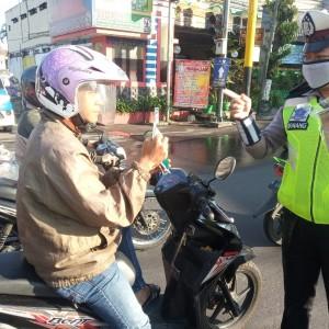 Banyak Pengendara Belum Sadar, Dikyasa Bagikan 700 Masker