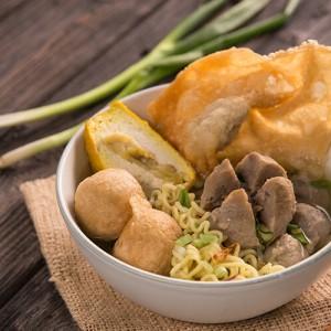 Jajan Street Food Rawan Kena Covid-19, Benarkah?
