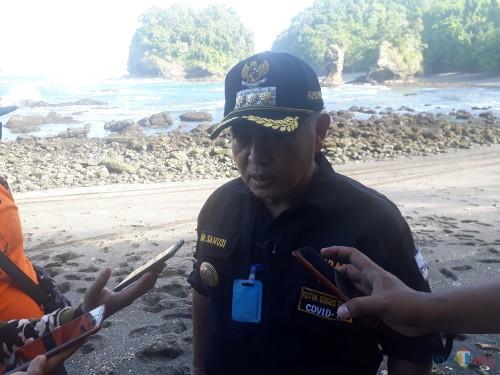 Bupati Malang H.M. Sanusi saat menjelaskan mengenai keindahan pantai yang ada di Kabupaten Malang, Kamis (23/4/2020). (Foto: Tubagus Achmad/MalangTimes)