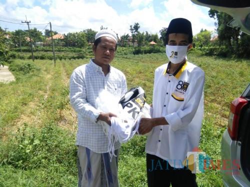 Rayakan Milad ke-22, DPD PKS Pamekasan Bagikan Sembako dan Masker