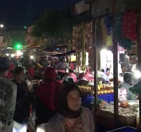 Suasana keriuhan Pasar Kebalen Kota Malang di tengah pandemi Covid-19 beberapa waktu lalu. (Foto: istimewa)
