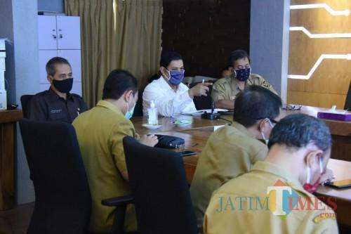 Walikota Kediri Abdullah Abu Bakar saat video conference bersama para lurah (ist)