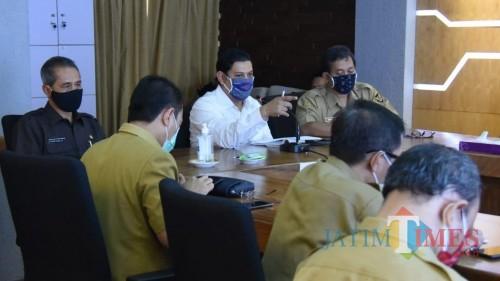 Walikota Kediri Instruksikan Kepala Kelurahan Proaktif Data Warga yang Butuh Bantuan: Jangan Sampai Ada Yang Kelaparan. (Foto: Ist)