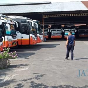 PSBB Jakarta dan Surabaya, Ratusan Bus di Tulungagung Dikandangkan