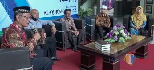Rektor UIN Malang Prof Dr Abdul Haris MAg (kiri) bersama dengan para Ahli Kesehatan UIN Malang dalam acara Syiar Ramadhan. (Foto: istimewa)