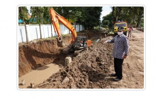 Foto istimewa: walikota sedang meninjau lokasi pembangunan wisata kuliner