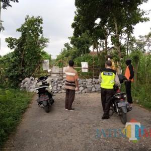 Alasan Covid-19 dan Keamanan, 2 Desa Saling Blokade Jalan Utama
