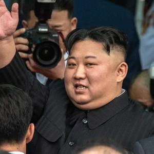 Muncul Usai Rumor Meninggal, Penampakan 'Bekas Operasi' Kim Jong Un di Lengan Jadi Sorotan