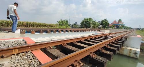 Ada Dugaan Kecurangan, Proyek Jalur Ganda Kereta Api di Jombang Disorot