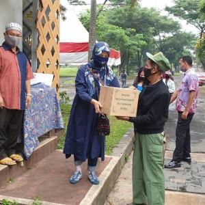Peduli Sesama, Warga Perumahan Ijen Nirwana Salurkan 1.200 Paket Sembako