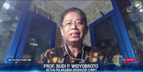Ketua Pelaksana Eksekutif LTMPT Prof Budi P Widyobroto saat wawancara live TV. (Foto: istimewa)