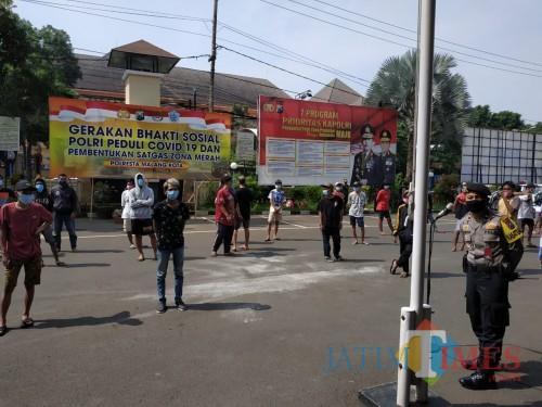 Pemuda yang ditangkap karena melakukan balap liar (Hendra Saputra)