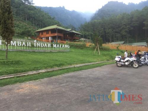 Rombongan pemerintahan Kabupaten Malang saat meninjau kesiapan Destinasi wisata Lembah Indah Malang usai pandemi covid-19 berakhir (Foto : Ashaq Lupito / MalangTIMES)