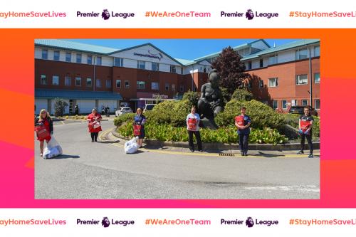 Suasana pemberian sumbangan dari The Reds ke Liverpool Women's Hospital (EPL)