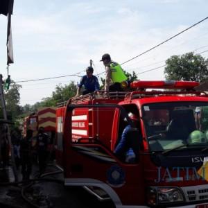 Masak Sambil Nuang Bensin, Rumah Pasutri Asal Ngajum Ludes Terbakar