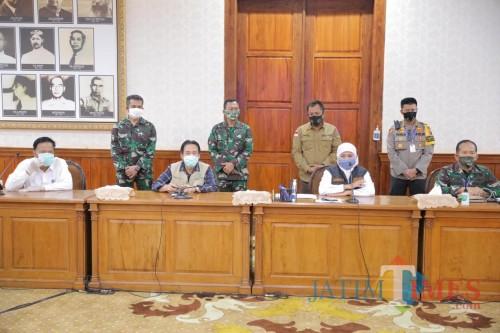 Pembahasan PSBB Surabaya Jilid II Diwarnai Aksi Walk Out Wali Kota Risma