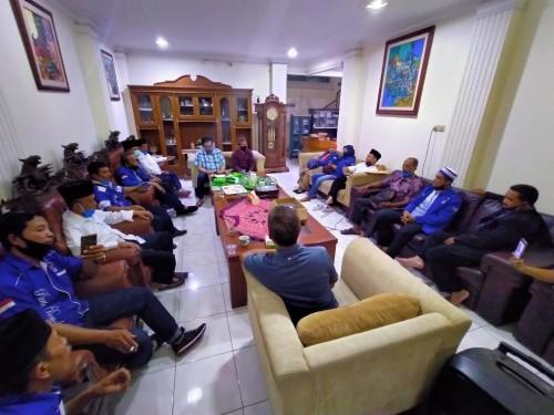 DPC Partai Demokrat Kabupaten Malang yang akan menjalankan program nasional Demokrat Peduli. (Anggara Sudiongko/MalangTIMES)