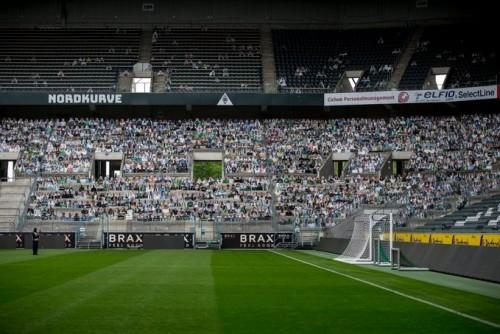 Kardus Jadi Medium Unik Penggemar Klub Liga Jerman Meriahkan Pertandingan Sepakbola
