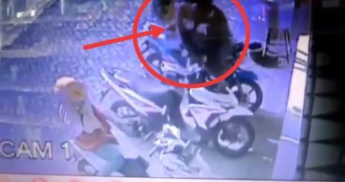 Potongan gambar rekaman CCTV saat pelaku melakukan aksinya (Ist)