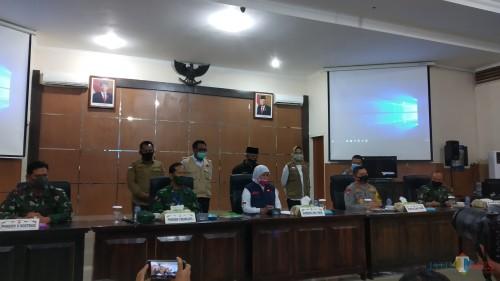 Pertemuan Pemerintah Provinsi Jawa Timur dan tiga kepala daerah di Malang Raya untuk membahas PSBB Malang Raya (Pipit Anggraeni/MalangTIMES).