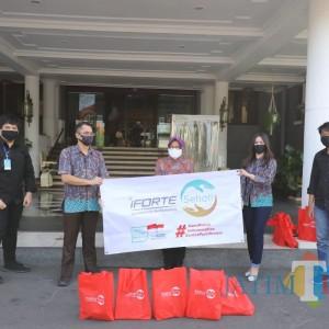 iForte Salurkan Bantuan Paket Sembako untuk Warga Surabaya
