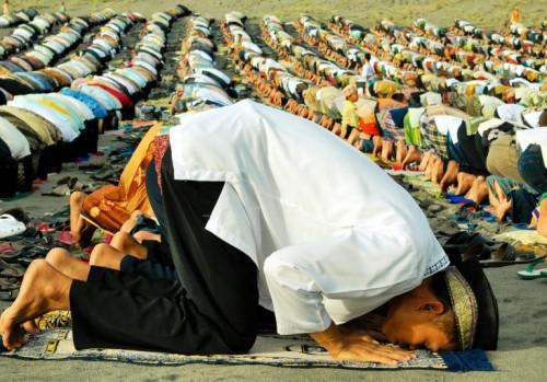 Ilustrasi salah Idulfitri. (Foto: alazharpeduli.com)