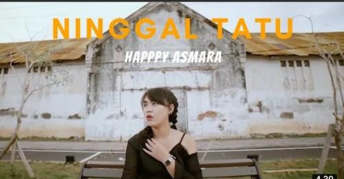Penyanyi cover lagu Ninggal Tatu, Happy Asmara (screenshot YouTube)