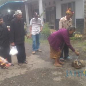 Usir Covid, Masyarakat Osing Kampung Dukuh Gelar Ritual Ngoyak Seblang