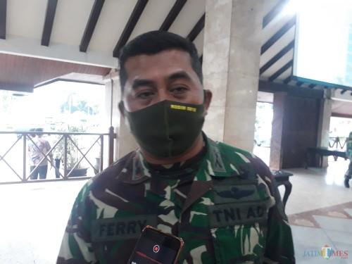 Dandim 0818 Malang-Batu Letkol (Inf) Ferry Muzawwad saat berada di Pendopo Agung Kabupaten Malang, Kamis (14/5/2020). (Foto: Tubagus Achmad/ MalangTIMES)