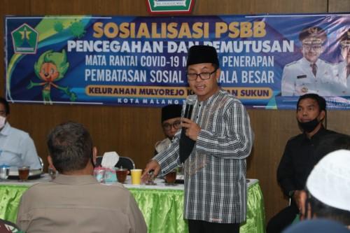Wali Kota Malang Sutiaji saat memberikan sosialisasi PSBB di aula Kelurahan Mulyorejo, Kecamatan Sukun, Kota Malang, Kamis (14/5). (Foto: Humas Pemkot Malang).