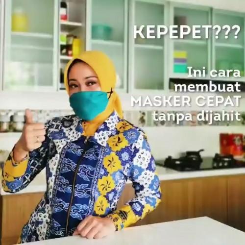 Masker simpel dengan pakai sapu tangan ala istri Gubernur Jawa Barat Ridwan Kamil, Atalia Paratya. (Foto: instagram @ataliapr).
