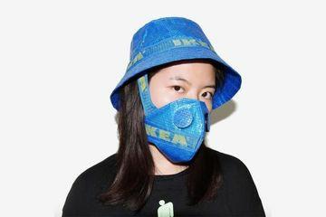 Masker tas belanja IKEA diubah jadi masker. (Foto: instagram @zhijunwang).