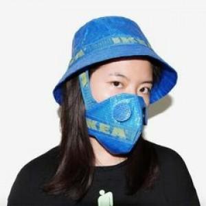 Kreatif, Desainer Asal China Ini Rubah Tas Belanja Jadi Masker Unik