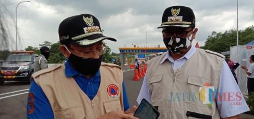 Wali Kota Malang Sutiaji (kiri) didampingi Wakil Wali Kota Malang Sofyan Edi Jarwoko (kanan) saat menunjukkan portal siBansos (Istimewa).