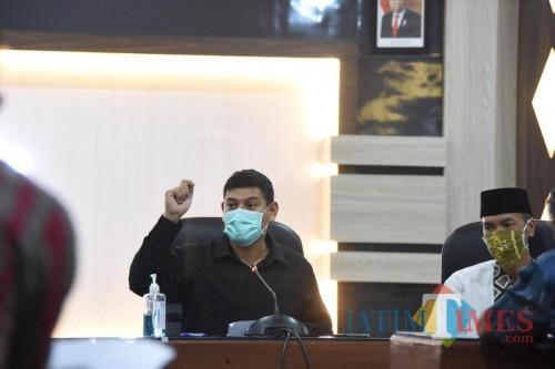 Walikota Kediri Abdullah Abu Bakar saat mengumpulkan Kepala Kelurahan.(ist)