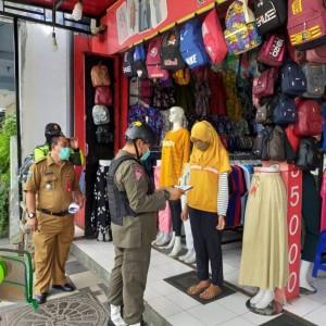 Hari Pertama PSBB, Toko Pakaian di Kota Batu Ini Dapat Surat Teguran