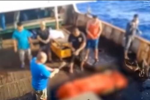 Jenazah ABK WNI dibuang ke laut (Foto: YouTube MBC)