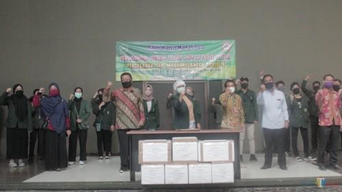 Sinergi Unisba dan IDI, bagikan 15 ribu masker untuk warga Kota Blitar.(Foto : Aunur Rofiq/BlitarTIMES)