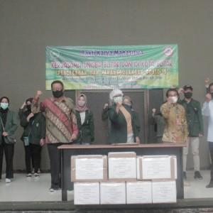 Lawan Covid-19, Unisba dan IDI Bagikan 15.000 Masker Gratis di 21 Kelurahan se Kota Blitar
