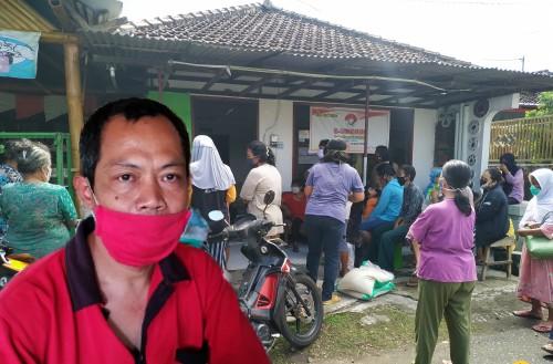 Arbai dan para KPM yang datang ambil BPNT di rumahnya / Foto : Anang Basso / Tulungagung TIMES