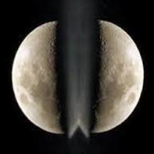 "Bulan Terbelah Jadi Dua, Kisah ""Sihir"" Terbesar Rasulullah SAW dan Bebalnya Kafir Quraisy"